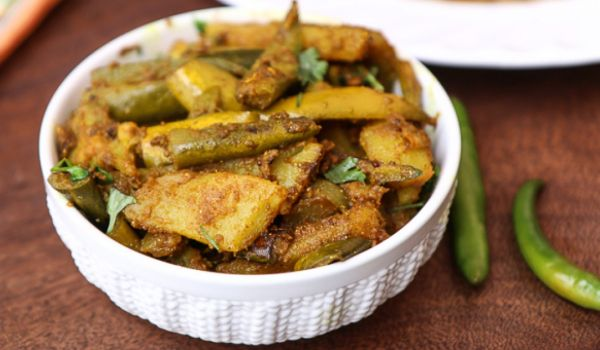 Aloo Potol Recipe