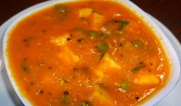 Paneer with Carrot & Tomato Gravy Recipe