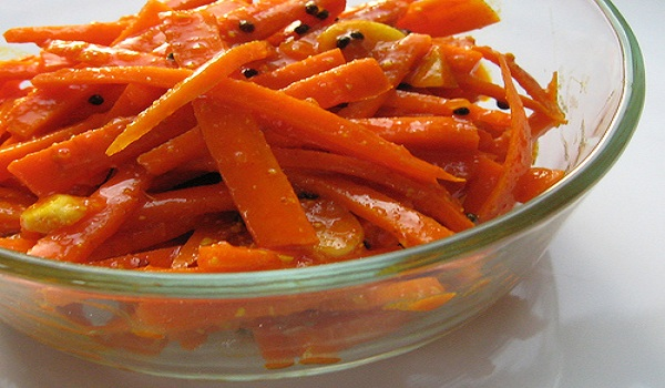 Quick Carrot Pickle