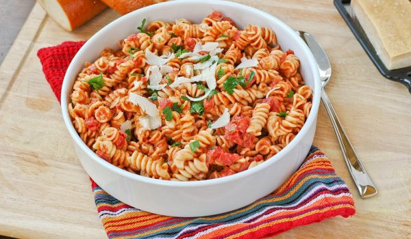 Italian pasta recipes easy pasta recipes healthy indian pasta this is one italian dish that no one on earth can say no to the diced tomatoes mixed with boiled pasta is pure estasy the icing on the cake is the grated forumfinder Image collections